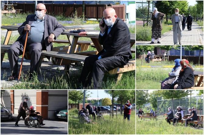 65 yaş üstü vatandaşlar parklarda güzel havanın tadını çıkardı
