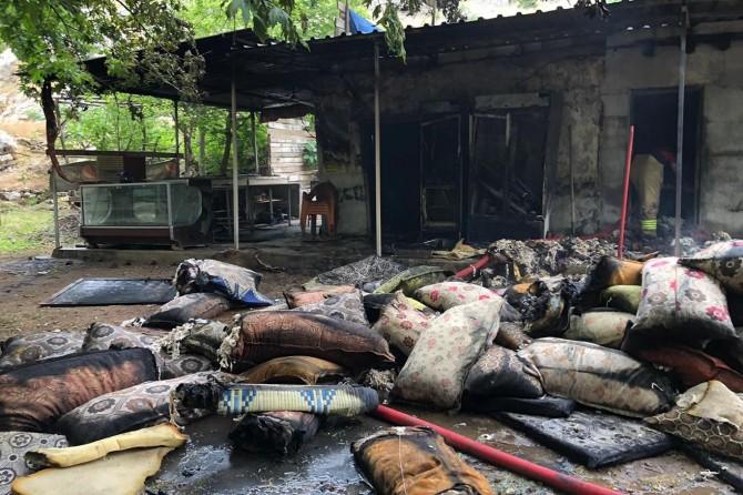 Nusaybin Beyazsu piknik alanında piknik alanındaki tesiste yangın çıktı