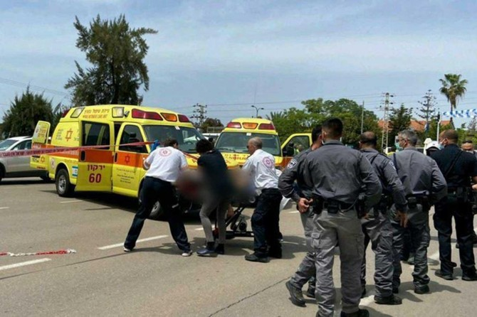 Two Palestinians injured in settlers' armed attack in W. Bank