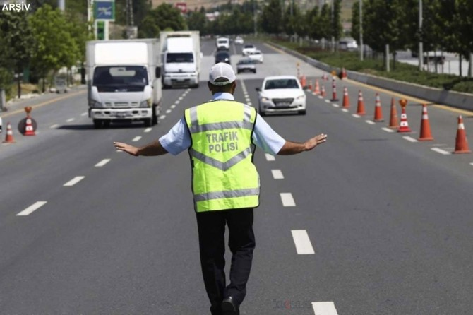 Balıkesir'de 40 araç trafikten men edildi, yüzlerce araca ceza kesildi