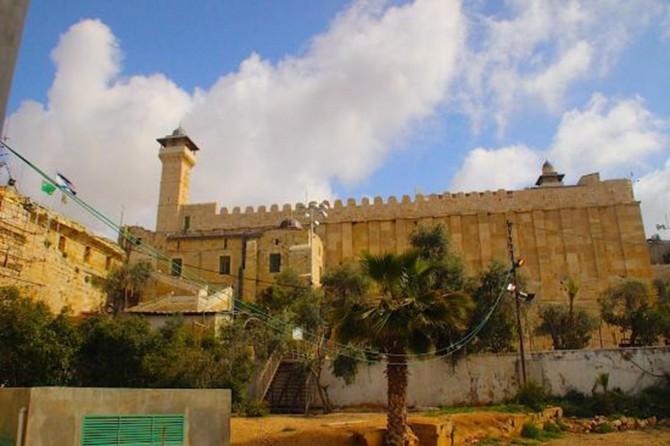 El-Halil şehrindeki Hazreti İbrahim Camii üç aylık kapalılıktan sonra açıldı