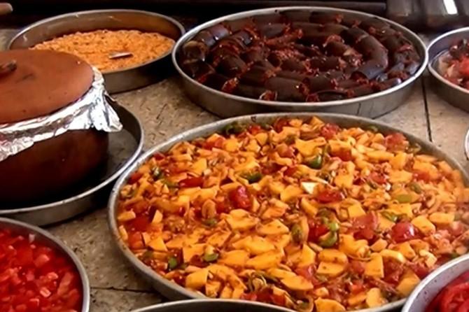 Gaziantep'te tepsi yemeği yasağı kalktı