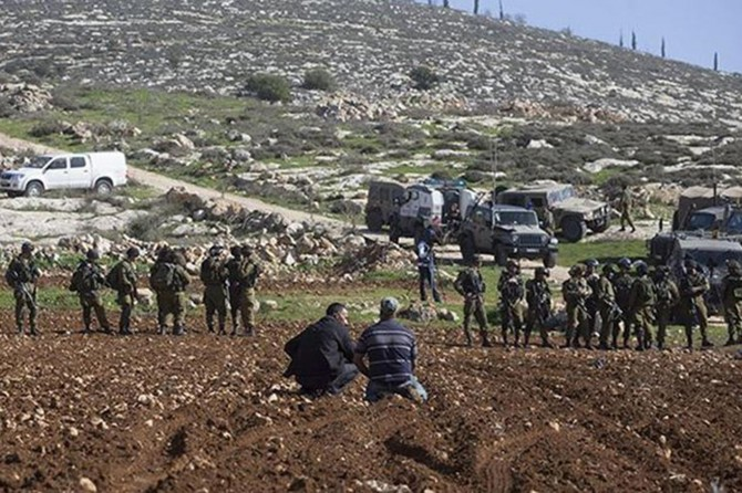 Siyonist işgalciler Ramallah'ın doğusunda Filistinlilerin arazilerini gasp etti