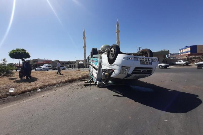 Viranşehir'de otomobilin çarptığı kamyonet takla attı: 2 yaralı