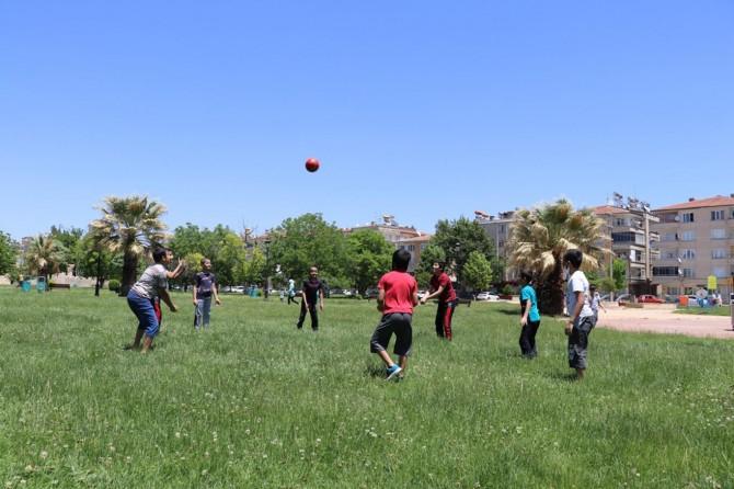 Gaziantep'te çocuklar parklarda doyasıya eğlendi