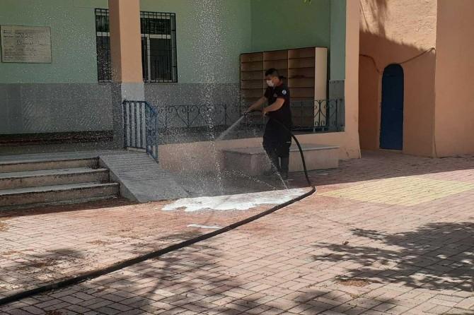 Adıyaman'da ibadete açılacak camiler dezenfekte ediliyor