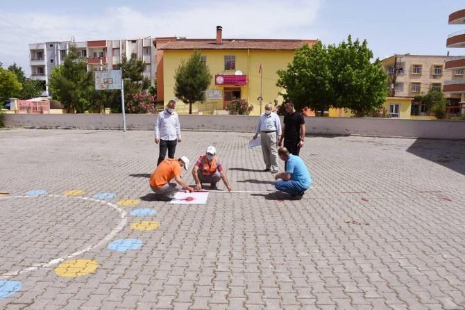 Hilvan'da Cuma namazının kılacağı alanlarda hazırlık yapılıyor