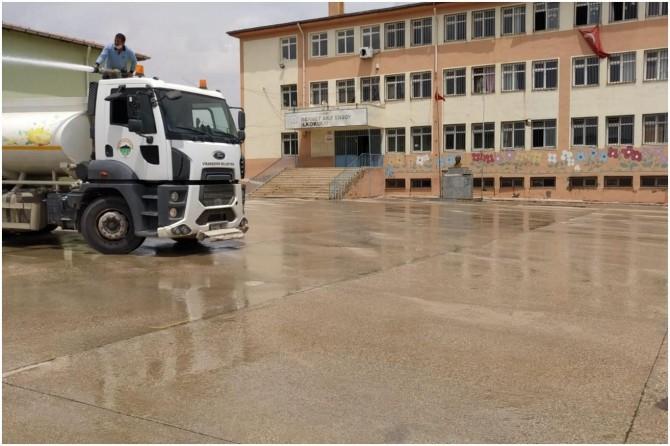 Viranşehir'de cuma namazı kılınacak yerlerde temizlik yapıldı