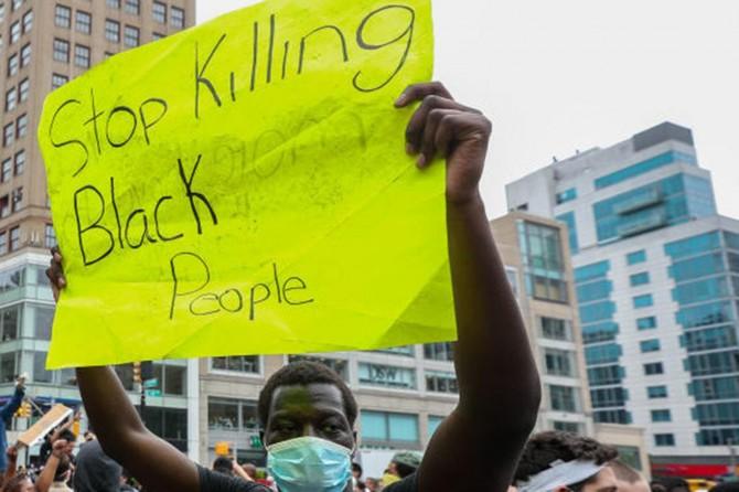 ABD'de siyahi Floyd için gösteriler sürüyor