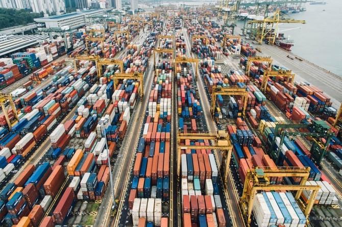 Nisanda ithalat ve ihracat azaldı