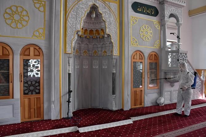 Gaziantep'te Cuma namazı için camilerde hazırlıklar tamamlandı