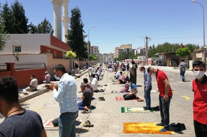 Sınırın sıfır noktası Akçakale'de Cuma heyecanı yaşandı