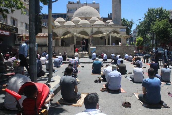 Adıyamanlılar 73 gün sonra tekrar camiyle buluştu