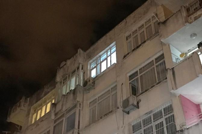 Adana'da 4'üncü kattan düşen genç kız yaralandı