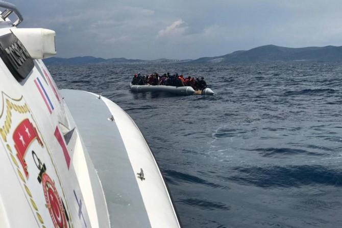 Türkiye kara sularına itilen 60 sığınmacı kurtarıldı