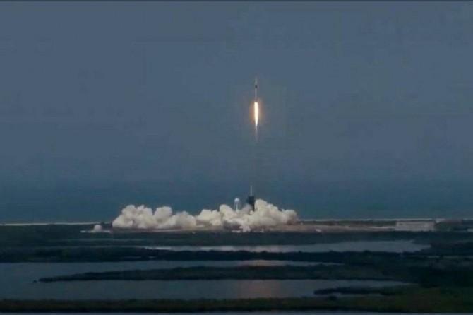 İlk insanlı uzay mekiği fırlatıldı