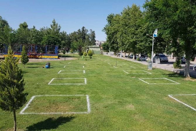 Birecik'te parklar, sosyal mesafe kurallarına uygun olacak şekilde hazırlandı