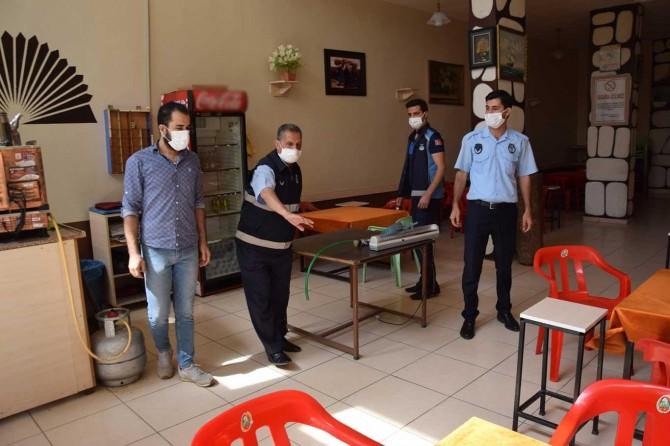 Viranşehir'de yeniden faaliyete başlayan işyerleri denetlenerek dezenfekte edildi
