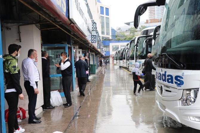 Kontrollü normalleşmenin ilk gününde İstanbul otogarında hareketlilik yaşandı