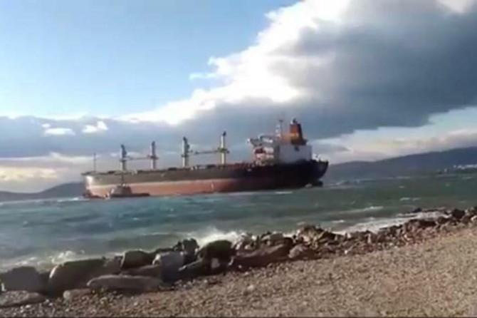 Milas'da yük gemisi neredeyse karaya oturuyordu