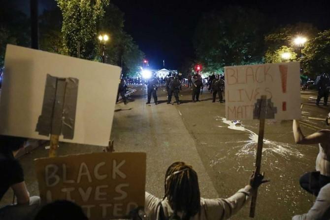 ABD'de ırkçılığa karşı başlayan gösteriler hız kesmeden devam ediyor
