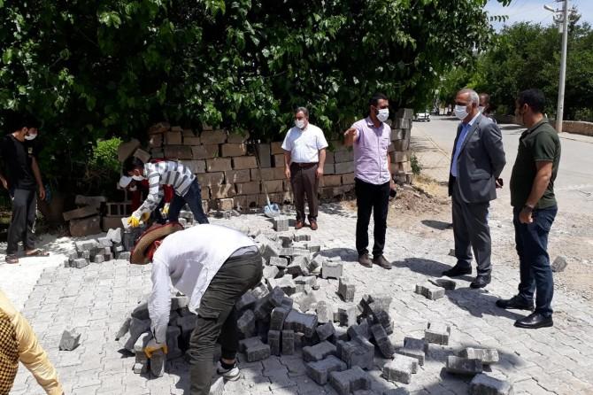 Hilvan Belediye Başkanı Bayık, yol iyileştirme çalışmalarını yerinde inceledi
