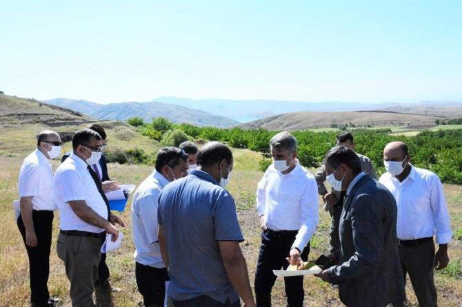 Malatya Valisi Baruş, deprem konutları yer tespiti incelemelerinde bulundu
