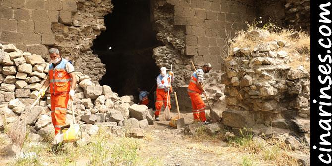 Diyarbakır Büyükşehir Belediyesi surlarda temizlik çalışması başlattı