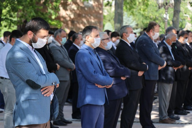 Refah Partisi'nin Kurucu Genel Başkanı Ahmet Tekdal dualarla son yolculuğuna uğurlandı