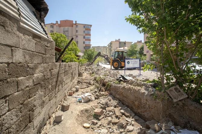 Van İpekyolu Belediyesi yol açma çalışmalarına devam ediyor