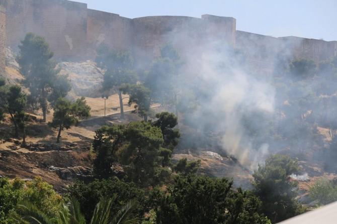Şanlıurfa Kalesi eteklerinde yangın çıktı