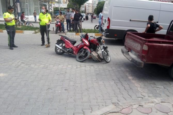 Birecik'te iki motosiklet kafa kafaya çarpıştı: Biri ağır 2 yaralı