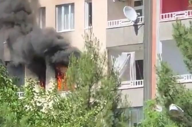 Diyarbakır Kayapınar Peyas Mahallesi'nde yangın çıkan evdeki 5 kişi son anda kurtarıldı
