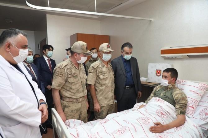 Bitlis'te 4 PKK'linin öldürüldüğü operasyonda 2 asker yaralandı