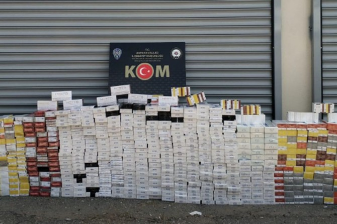 Kaçak sigara ve cep telefonundan 16 kişi gözaltına alındı