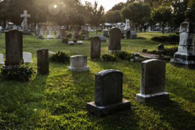 İngiltere'de mezar taşına sadece ana dilinde yazı yazmak yasak