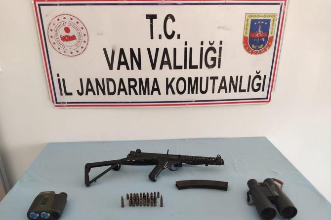 Başkale'de düzenlenen PKK/KCK operasyonunda mühimmat ve yaşam malzemesi ele geçirildi