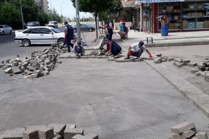Diyarbakır'da döşenen parke taşları engelliler için dizayn edildi