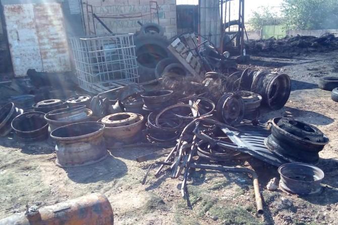 Viranşehir'de oto lastik dükkanı yanarak kül oldu