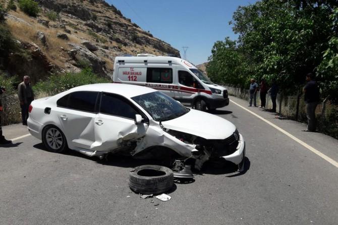 Nusaybin-Midyat Karayolu'nda trafik kazası: 3 yaralı