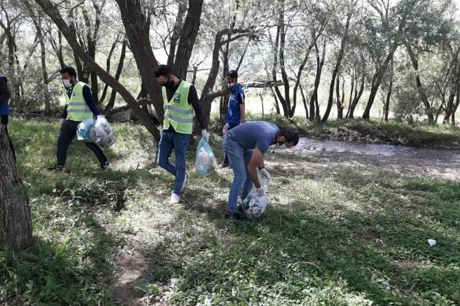 Ağrılı gençler, Dünya Çevre Günü'nde mesire alanlarını temizledi
