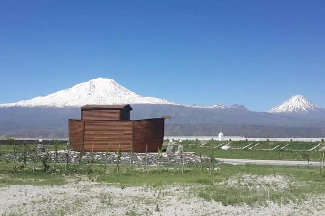 Kurdukları turizm kompleksi ile Ağrı Dağı ve Hazreti Nuh'un Gemisini anlatıyorlar