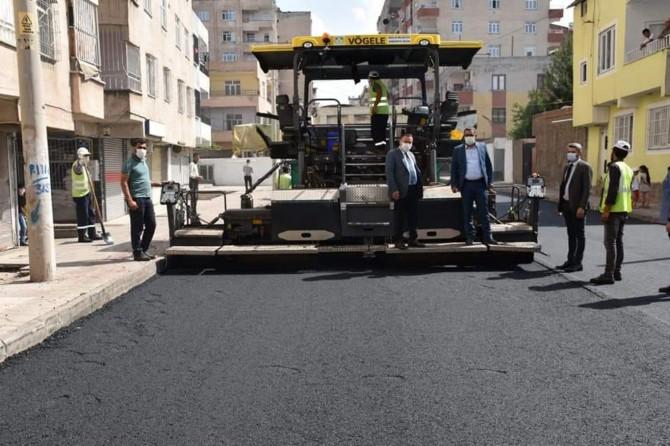 Bağlar Belediyesi yol asfaltlama çalışmalarına devam ediyor