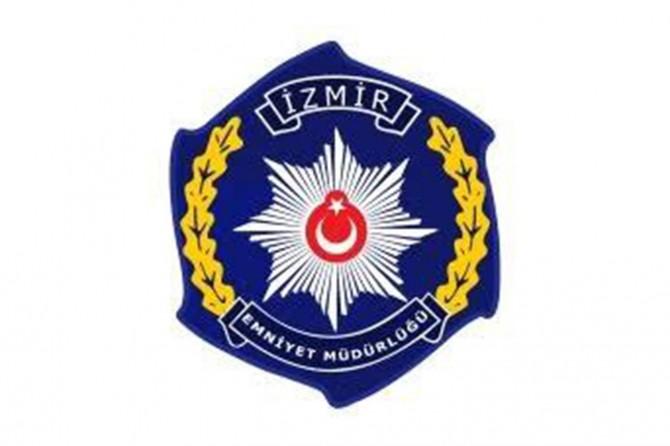 İzmir'de 1 milyon TL değerinde gümrük kaçağı saat ve parfüm ele geçirildi