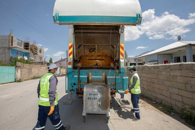 Van'da çöp konteynerleri yıkanarak dezenfekte ediliyor