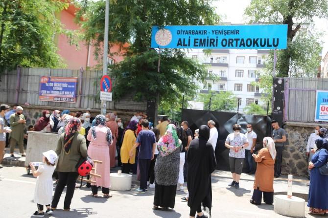 Diyarbakır'da Covid-19 önlemleri alınarak 47 bin öğrenci LGS'ye girdi