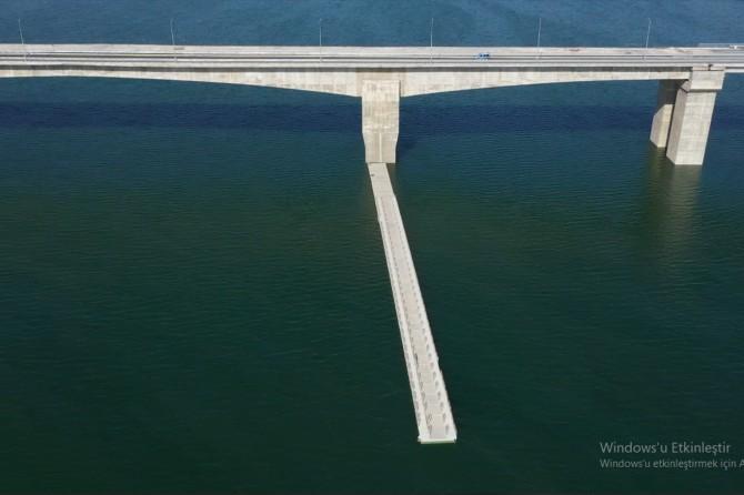 Hasankeyf'te kopan liman köprüye bağlandı