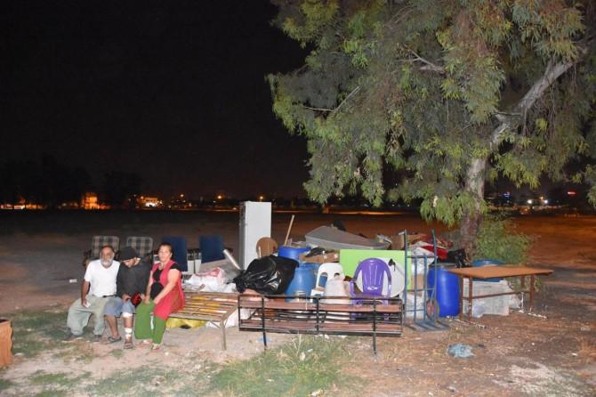 Adana'da kirasını ödeyemeyen ailesi sokakta kaldı