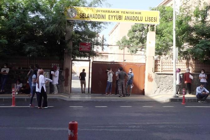 YKS'ye Diyarbakır'da giren öğrenciler: Fazladan verilen süre avantaj sağladı