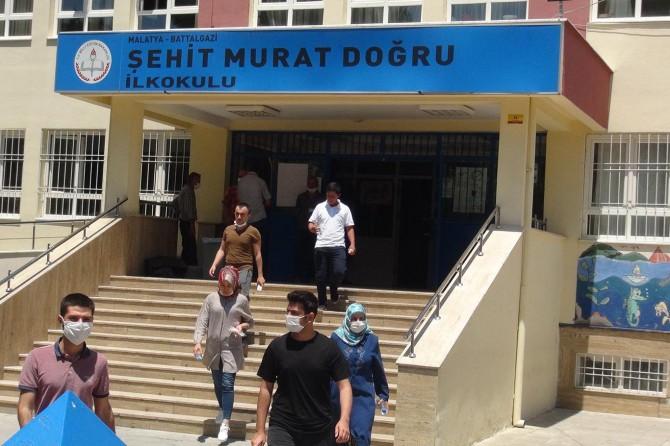 YKS'ye giren Malatyalı öğrenciler, sınavın kolay geçtiğini söylediler